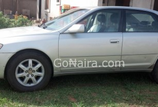 FULL OPTION TOYOTA AVALON XLS 2000.